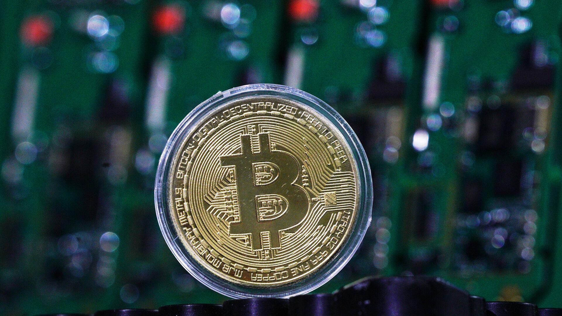 Цена биткоина впервые превысила $25 000
