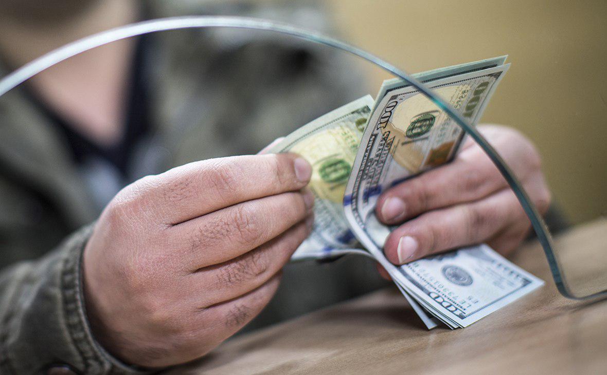 В Узбекистан стало поступать меньше денежных переводов из заграницы