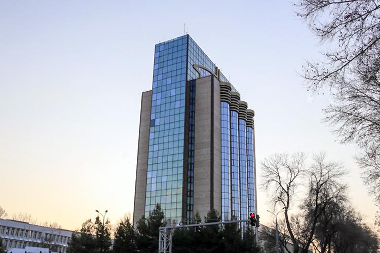 «Запрет на звонки ночью, интернет-банкинг и другое». Что изменится в Узбекских банках