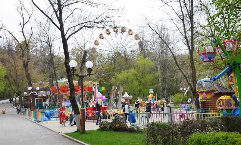В Янгихаётском районе модернизируют парк развлечений Green Park