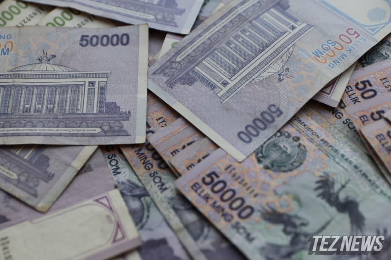 В Узбекистане стали чаще снимать деньги с карты