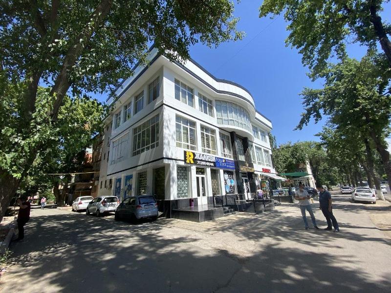 В Ташкенте выставили на продажу бизнес-центр в Чиланзарском районе