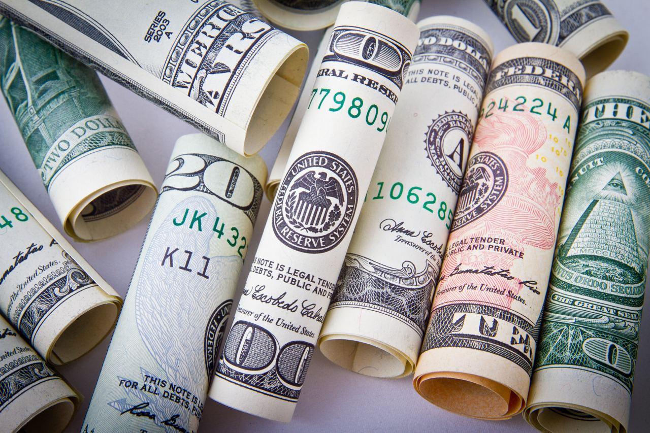 В Узбекистан начало прибывать больше валюты из-за границы
