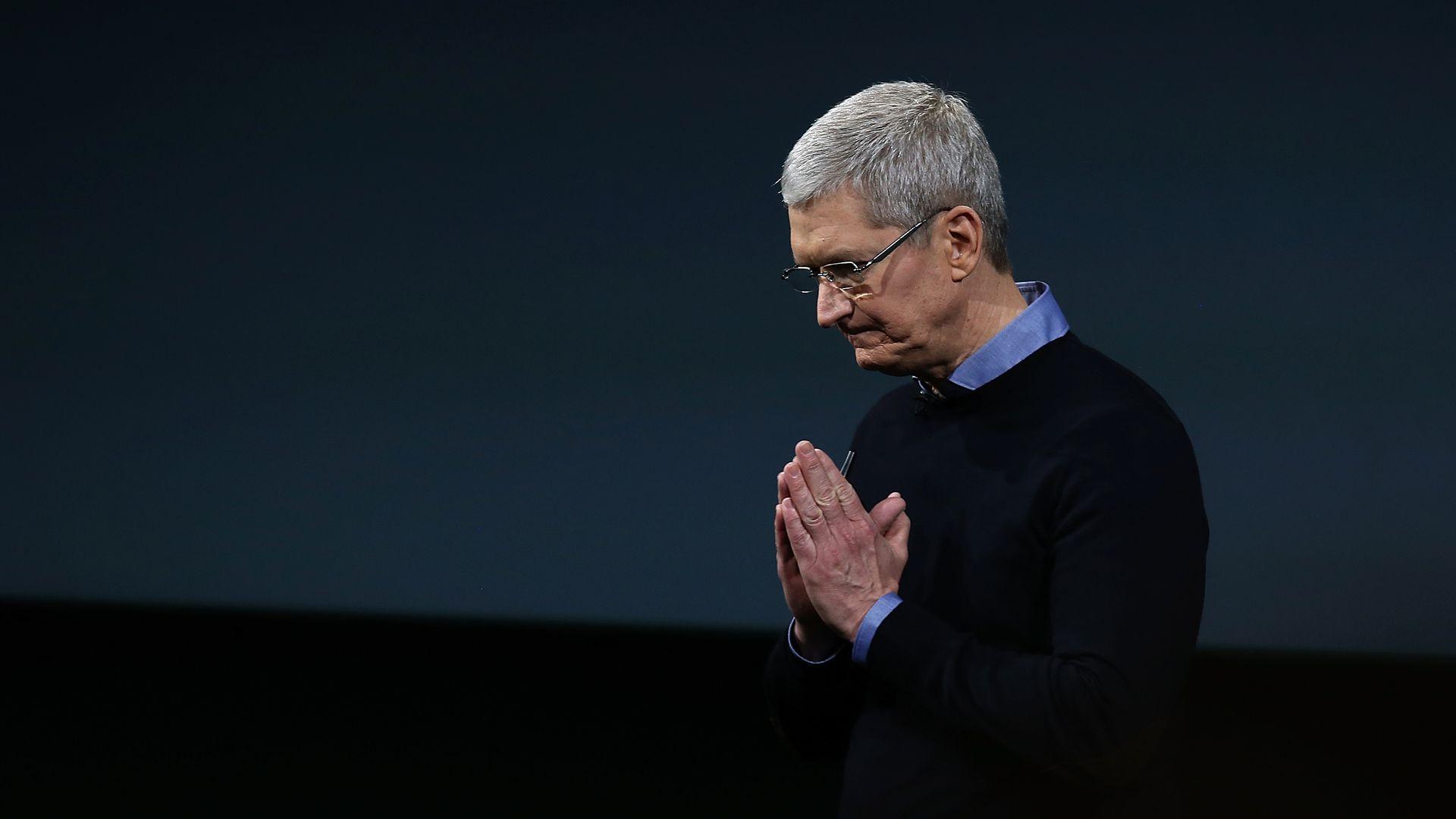 Тим Кук получил вознаграждение в виде акций Apple на $750 млн