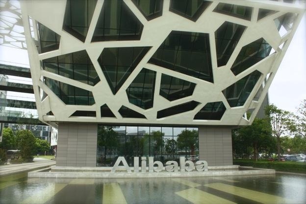 Акции Alibaba рухнули до исторического минимума