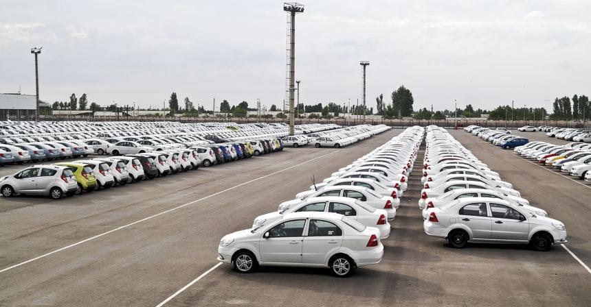 В Узбекистане обрушился автомобильный рынок