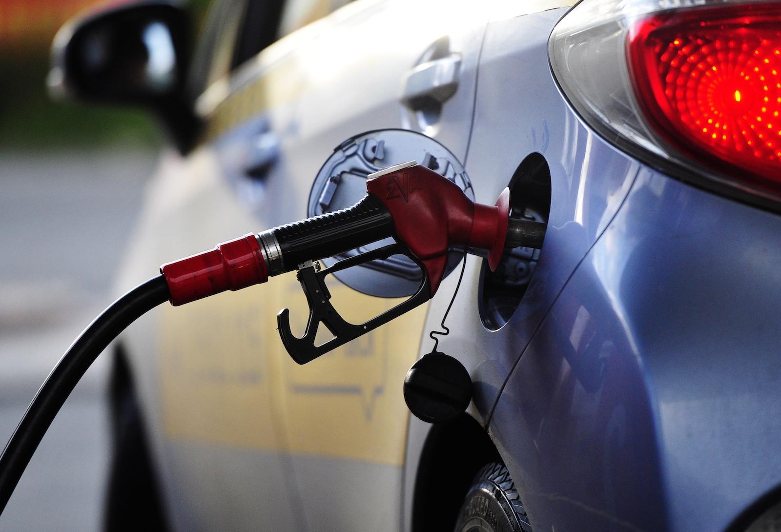 Госкомстат озвучил, сколько бензина произвел Узбекистан