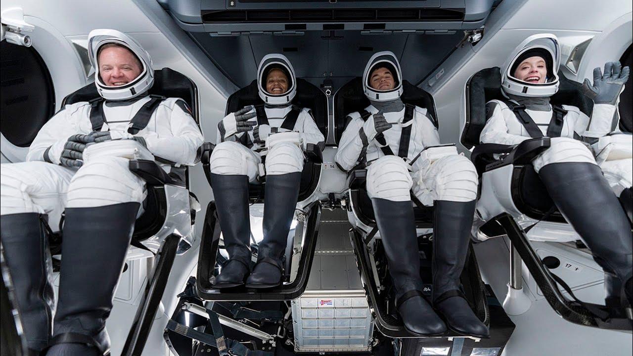 Первый гражданский экипаж SpaceX вернулся на Землю после трех дней в космосе