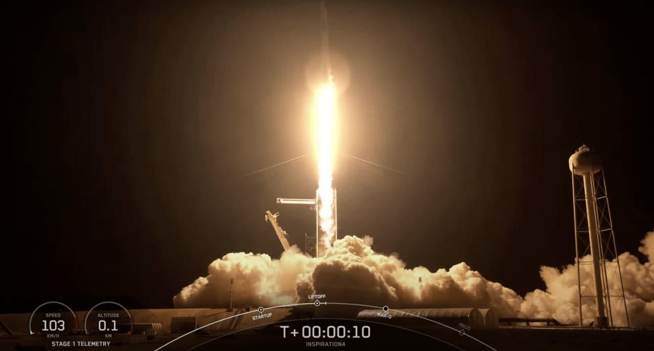 SpaceX впервые запустила в космос гражданский экипаж — четыре «туриста» и ни одного астронавта