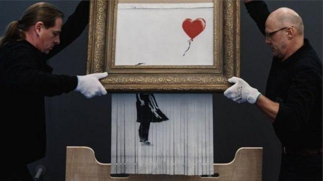 Поврежденную шредером картину Бэнкси продали за рекордные $25,4 млн