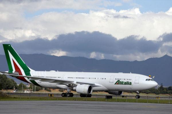 Крупнейший итальянский авиаперевозчик ликвидирован из-за банкротства