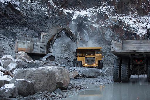 На аукцион в Узбекистане выставили 255 участков для добычи полезных ископаемых